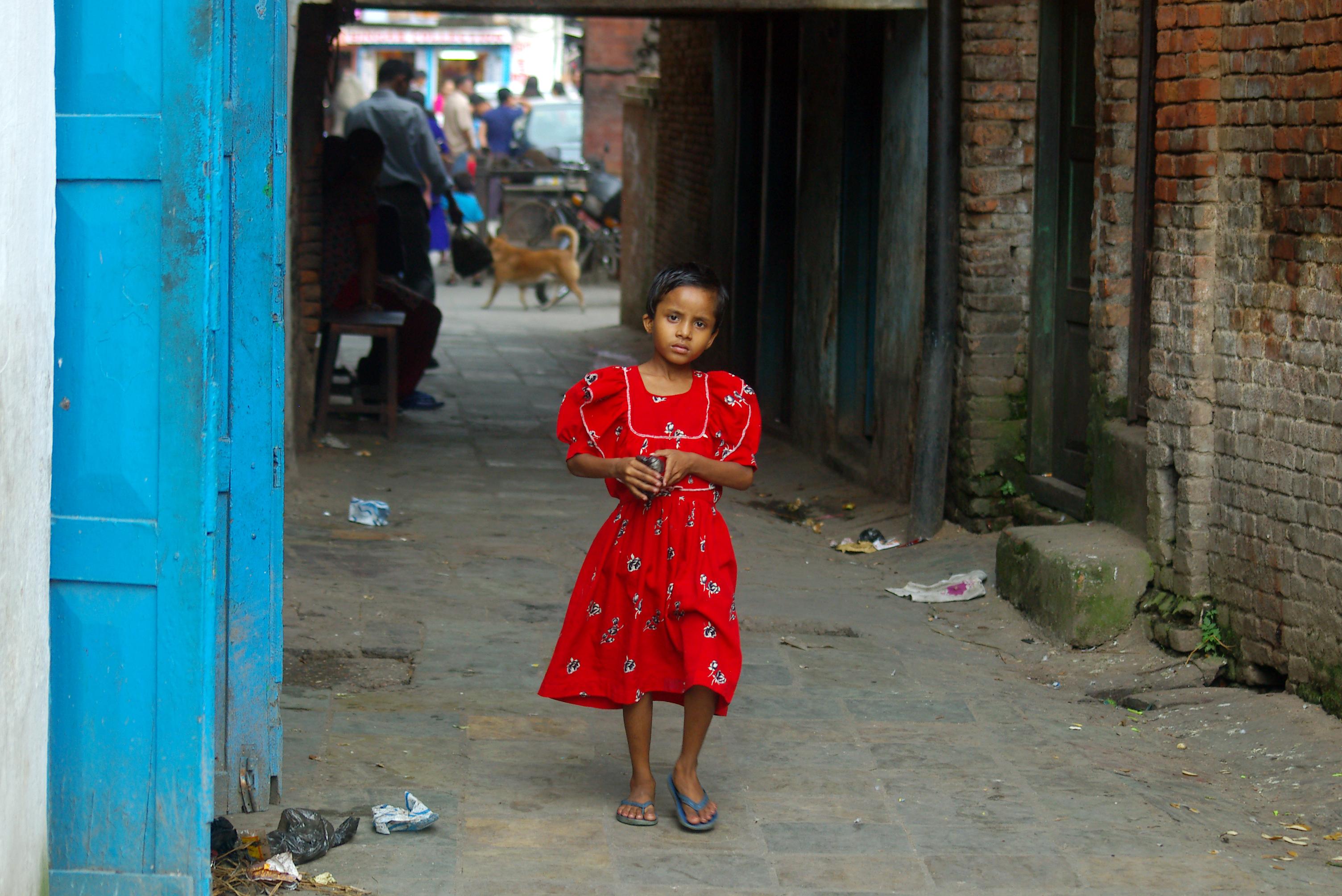 La ragazzina col vestito rosso