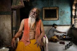Sadhu nel tempio di Shiva