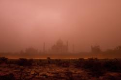 Taj Mahal nella tempesta di sabbia