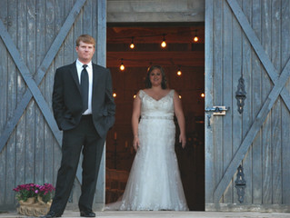 10 Creative Photoshoot Ideas for Your Rustic Barn Wedding in IL
