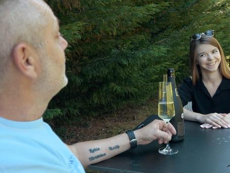 Nieuw: Dave's nieuwe buurvrouw stelt zich voor