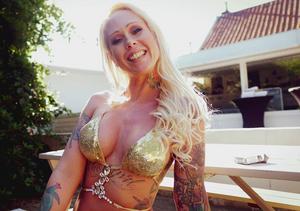 Ashley More op de pornstar poolparty