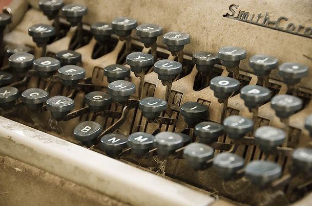 typewriter-1183992_1280.jpg