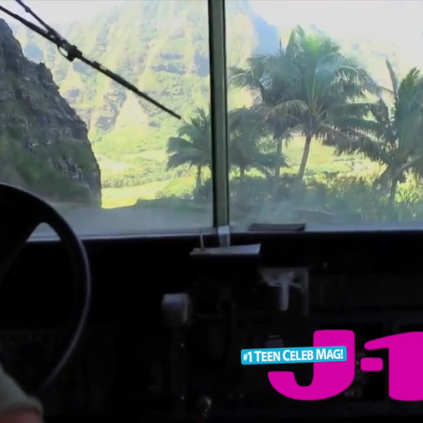 J14 Visits the Set of Jurassic World