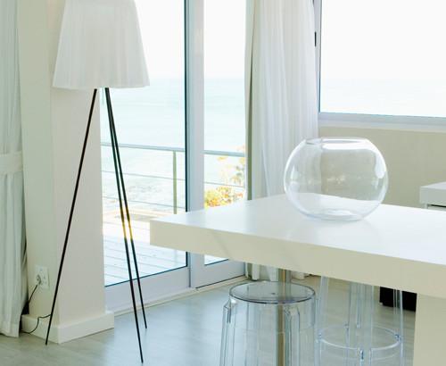 Modern White Apartment