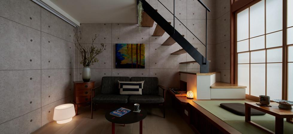 ◆空間坪數: 9 坪(含夾層) ◆業主資料:夫婦+一隻寵物 ◆空間性質:新成屋,LDK ◆使用建材:櫻桃木皮、日本進口榻榻米、日本進口障子、鐵件、日本壁紙