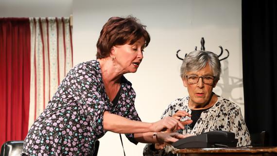 2019_Seniors_Theatre-49.jpg