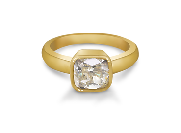 Luxury 3 stone diamond engagement ring made in 18 karat yellow gold. The center stone is a 1ct Round Brilliant cut GIA diamond set in a 4 prong yellow gold setting. surrounded on each side by a 0.5ct round brilliant diamond. Steven Anderson Jewellers