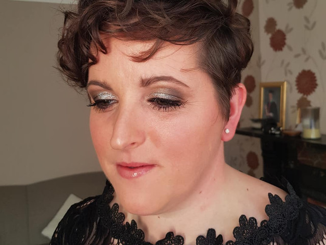 Sparkly silver smokey eye for Donna