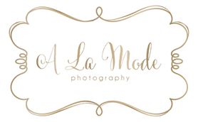 a la mode logo gold PNG.png