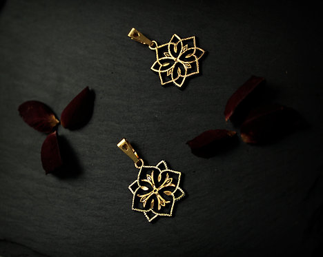 Damascene handmade pendant made of 24 kt pure gold.