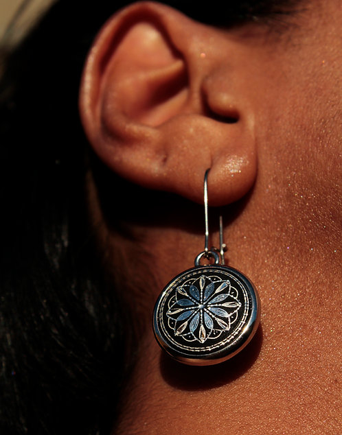 Damascene handmade earrings made of silver / Circle in bloom
