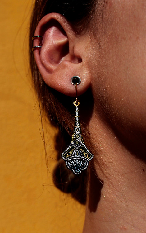 Damascene handmade earrings made of 24 kt pure gold and silver