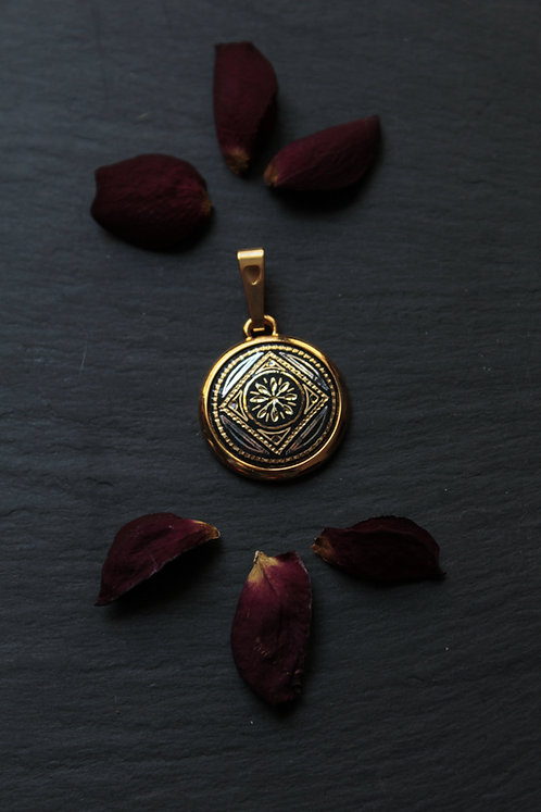 Damascene handmade pendant made with 24 kt. pure gold and silver