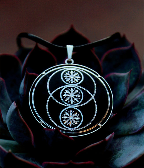 Damascene handmade pendant made with silver / Vesica Piscis