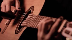 Arthur Nogueira canta Caetano Veloso