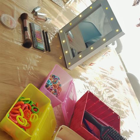 Beauty corner voor de meisjes - Nageltjes lakken, make-up & strikjes in het haar