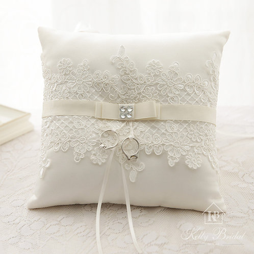 Beautiful Lace & Ribbon Belt Wedding Ring Pillow