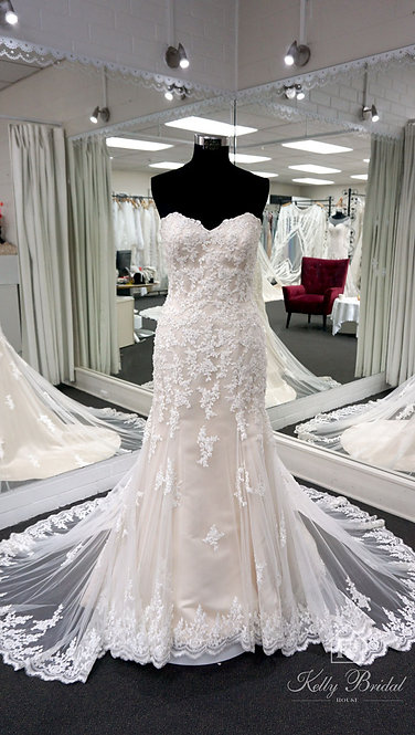 Novia Mermaid Style Wedding Gown