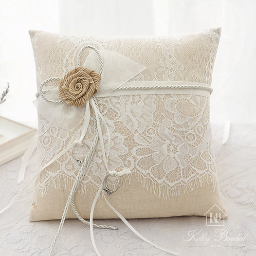 Ring Pillow in Linen With Lace Flower