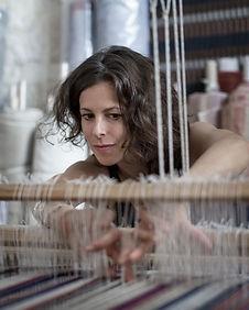 Atelier de tissage artisanal PERRINE article Le parisien