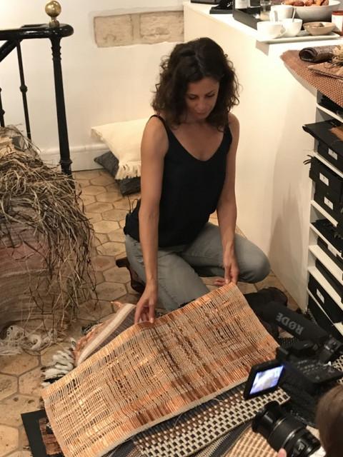 Pour l'émission tendance XXL diffusée sur la chaîne nationale et internationale TV5 monde, Perrine Rousseau présente ses prototypes uniques