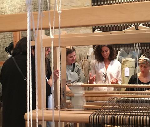 Perrine partage sa passion pour le textile et la matière à quelques architectes russes