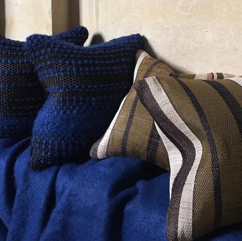 Coussins uniques faits-main en laine, coton et métal