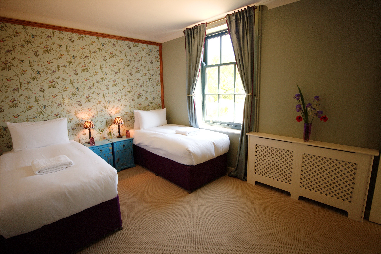 Room 4 - 2 PPL - Couple/ Mates - £375PP