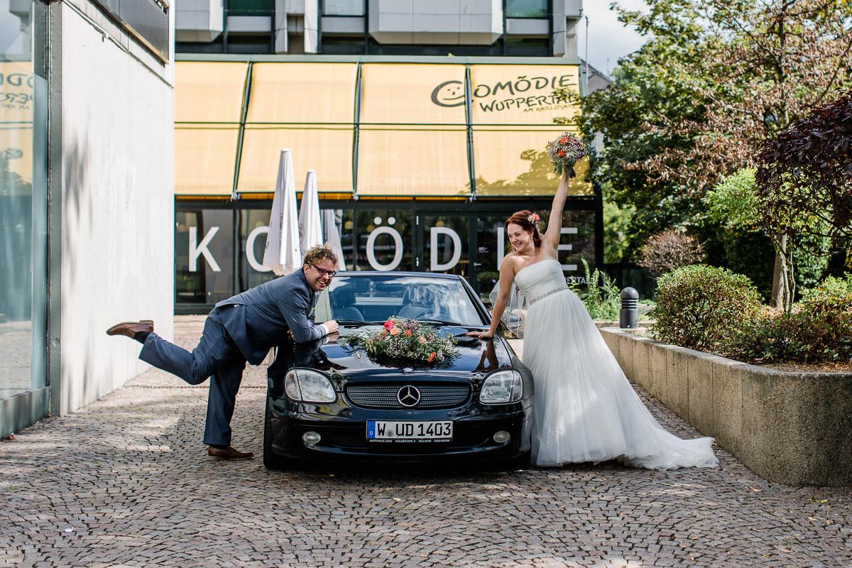 2018 Hochzeitsfoto vorm Theater