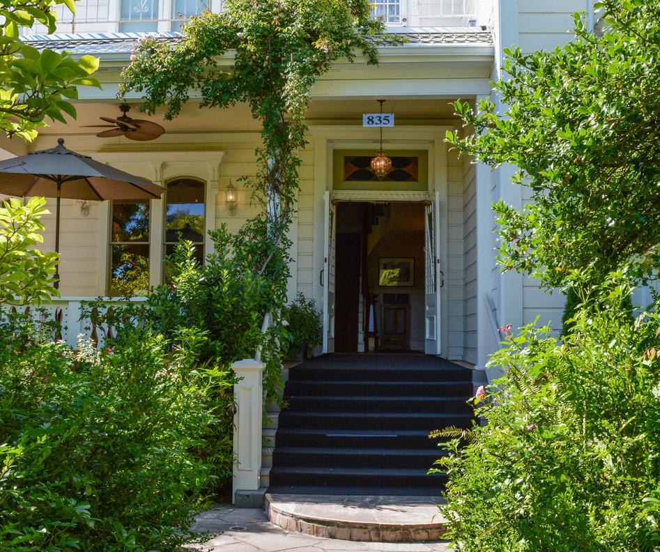 DSC_2282 Front entrance 1 - Copy - Copy.