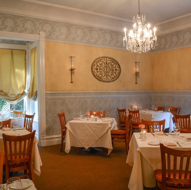 DSC_2448 back dining room.JPG