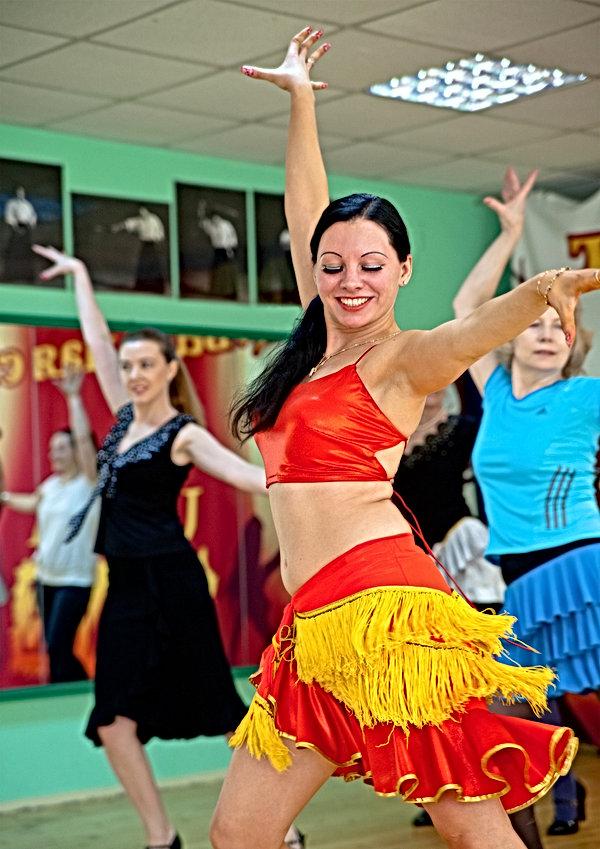 Обучение танцам у Елены Дружновой(Хесты Харисты)