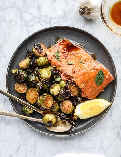 honey-garlic-salmon-I-howsweeteats.com-8.jpg