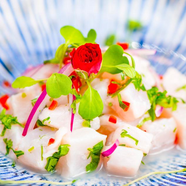 Ceviche com mini rosas