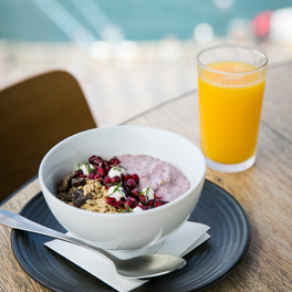 granola, acia yoghurt, Goji berry