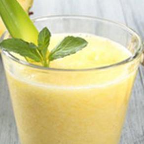 Ananas-Basilikum Schaum