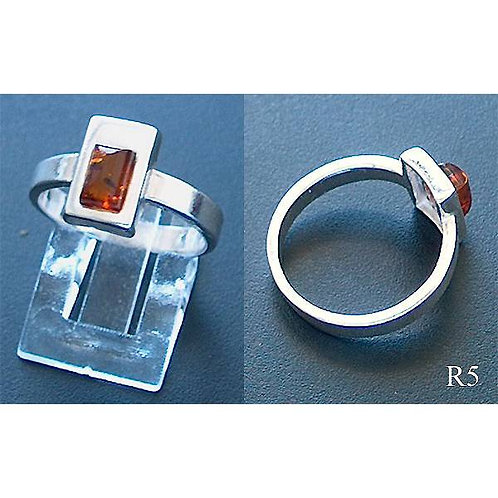 Small Rectangle in Rectangle Setting Ring