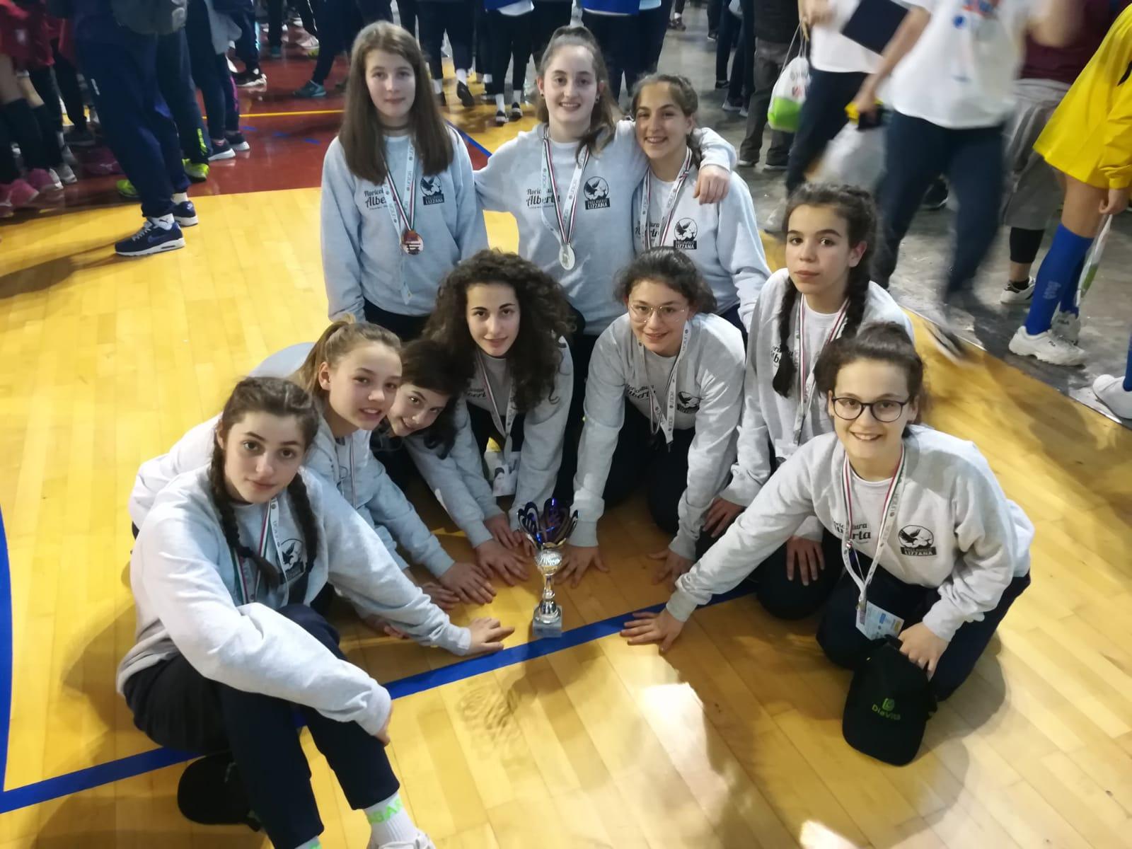 Ester Volley 10