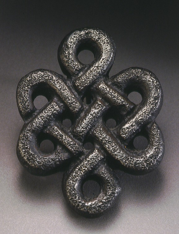 Cast iron Celtic knot buckel
