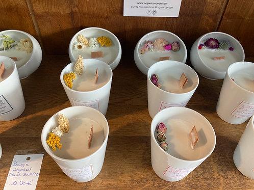 Bougies végétales avec fleurs séchées