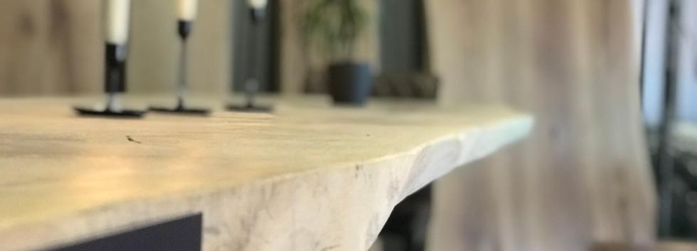 Naturkante aus Eiche von Holztischwerk.j