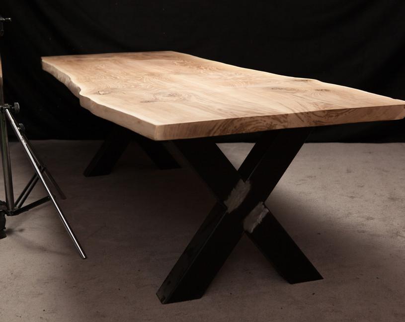 Holztischwerk Esstisch Baumkante