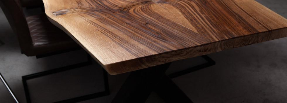 Holztischwerk Baumkante