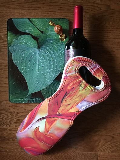 Suzy 2.0 Cutting Boards & Wine Totes