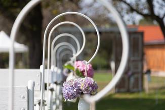 bevonulóút virágkampókkal