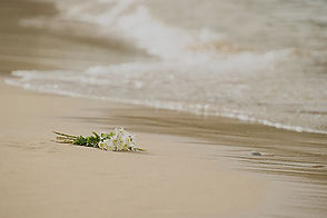 funeral-flowers-by-the-beach-u56113-fr2.