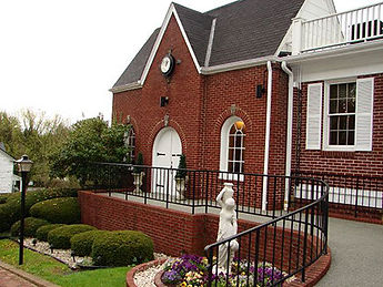 frost-funeral-home-chapel-outdoor-entran
