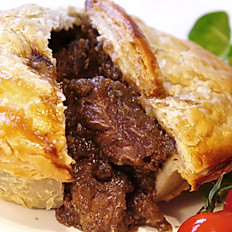 HOMEMADE STEAK & ONION PIE or STEAK & KIDNEY PIE