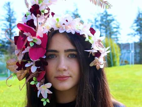 "Junk Kouture ""Springing into Summer"" - Keelan Doherty Wins Headpiece Challenge"